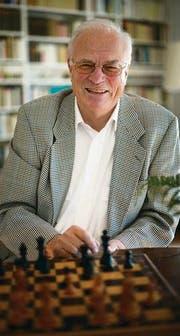 Wolfgang Eisenbeiss organisierte einmal ein Schachturnier gegen einen Toten. (Bild: Ralph Ribi)