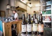 Auch wenn es in einer Garage hergestellt wird, hält das Bier der Biergarage den Prüfungen des Kantonalen Lebensmittellabors stand. (Bilder: Mareycke Frehner)