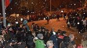 Pünktlich mit dem Bütschwiler Fasnachtsumzug kam der Schnee. Trotzdem liessen sich das Spektakel Tausende an der Umzugsstrecke nicht entgehen. (Bilder: Beat Lanzendorfer)
