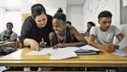 Asylbewerber werden in der Schweiz von Freiwilligen unterrichtet. (Bild: Donato Caspari (Weinfelden))