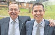Der neue Generalagent der Helvetia Rheintal, Christof Schwarber, mit seinem Vorgänger Jürg Schwarber. (Bild: pd)