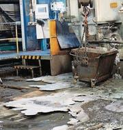 Das ausgeflossene und beim Abkühlen erstarrte Aluminium. (Bild: Stadtpolizei St. Gallen)