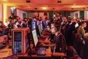 Wettkampf am Bildschirm: In der Olma-Halle 2 messen sich dieses Wochenende rund 700 Gamer. (Bild: Benjamin Manser (Sursee, 2. Dezember 2016))