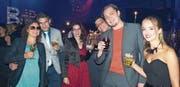 Es braucht die Arbeit vieler helfender und organisierender Hände, bis die Manhattan Cocktail Party gefeiert werden kann. (Bilder: Rebecca Küster)