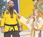 Miki Stojnic, Träger des 5. Dan, mit Tochter Tamara. (Bild: Kurt Latzer)