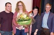 Andrea Lüchinger (2. v. l.) wurde zum Ehrenmitglied des STV Oberriet-Eichenwies ernannt. (Bild: pd)