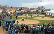 Das Toggenburger Verbandsschwingfest bot am Wochenende mit Sonne, Wind, Schnee und Regen alle vier Jahreszeiten. Trotz widriger Bedingungen kamen 1000 Besucher auf die Sonnmatt. (Bilder: Beat Lanzendorfer)