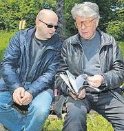 Bildhauer Roman Signer (rechts) liess sich die Einweihung nicht entgehen. (Bilder: Monika von der Linden)