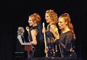 Die «Exfreundinnen» Anikó Donáth, Isabelle Flachsmann und Martina Lory mit Begleitmusikerin Sonja Füchslin. (Bild: Michael Hug)