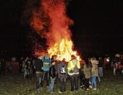 Der Muntlagr Facklahuufa brennt lichterloh. Würde es überall Winter bleiben – in Montlingen zöge der Frühling ein. (Bilder: Max Tinner)