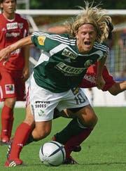 Bruno Sutter hat heute seine Haare streng nach hinten frisiert. (Bild: Monika Flückiger, KEY (Thun, 22. August 2004))
