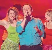 Das Publikum der SRF1-Samstagabend-Show «Hello Again! Die Pop-Schlager-Show» hat den gebürtigen Wiler Michael Hasenfratz zum besten Newcomer gewählt. (Bild: SRF/Mirco Rederlechnere)