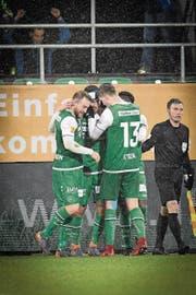 St.Galler Jubel nach dem Siegtreffer von Runar Sigurjonsson zum 1:0. (Bild: RALPH RIBI)