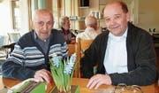 Sie prägten über die Hälfte der 110-jährigen Geschichte der Elektra Fischingen: Der 105-jährige Ruedi Moser und dessen Nachfolger als Werkskassier, Ruedi Amrhein. (Bild: PD)