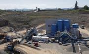 Die Produktionsabläufe der neuen Kieswaschanlage in Arnegg werden am Tag der offenen Tür erklärt. (Bild: PD)