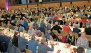 Auch die 111. GV bot den 538 Raiffeisen-Mitgliedern interessante Informationen zum Bankgeschehen, gutes Essen und hochstehende Unterhaltung. (Bilder: Maya Seiler)