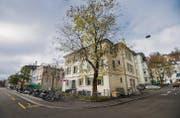 Beim partizipativen Planungsprozess geht es auch, aber nicht nur um die letzten alten Häuser an der Lagerstrasse. Sie gehören der Stadt. (Bild: Urs Bucher)