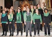 Der JaRo-Chor unter der Leitung von Yasmin Stadler (links aussen).