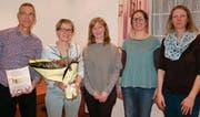 Lorenz Neher, abtretender Präsident; Elisabeth Solèr, Interimspräsidentin; Paula Looser, Bibliotheksleiterin; Melanie Meier, Ludotheksleiterin, Rita Fäh, stellvertretende Ludotheksleiterin (von links). (Bild: PD)