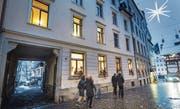 """Der Eingang der """"Herberge zur Heimat"""". Diese befindet sich beim Gallusplatz direkt neben dem Hotel Vadian (rechts im Bild). (Bild: Ralph Ribi)"""