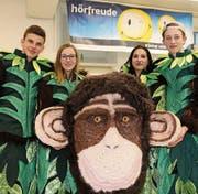 Das Motto der Städtli-Chlepfer ist Dschungel. Entsprechend sehen ihre Kostüme und Masken aus. (Bild: Benjamin Schmid)