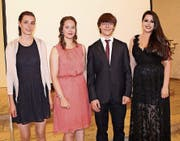 Die besten Maturanden, Romina Moser, Martina Germann, Bénédict Tanner und Sofia Jovanovic (v. l.). (Bild: Manuela Bruhin)