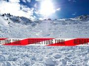 Nur einen Tag nach dem Lawinenabgang verstarb erneut ein Schweizer in den Tiroler Bergen. (Bild: ZEITUNGSFOTO.AT (APA))