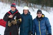 Beni Giger (Mitte) mit Pistenchef Nikolay (links) und dem langjährigen FIS-Renndirektor Günter Hujara. (Bild: PD)
