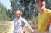 Wer rennt mit Wisi? Nicht viele wollten gegen den erfahrenen Läufer Wisi Steinbacher (links) antreten. (Bilder: Kathrin Burri)