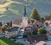 Die Fassade der evangelischen Kirche von Hemberg hat eine Sanierung nötig. (Bild: Urs Jaudas)