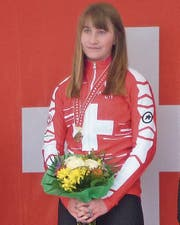 Ein Bild, das zur Gewohnheit wird: Vera Schmid trägt nach Schweizer Meisterschaften die Goldmedaille um den Hals. (Bild: pd)