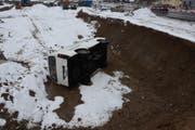 Der Lieferwagen kam auf der Seite zum Stillstand. (Bild: Kapo SG)