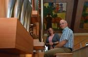 Sibylle Spichiger und William Canal werden den Klang der neuen Orgel erstmals am Kirchenfest Bruder Klaus hören. (Bild: Monika von der Linden)