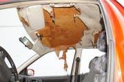 Deutliche Spuren der Verpuffung im Auto. (Bild: Kapo SG)