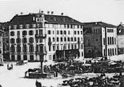 Das Hotel Hecht und rechts daneben das alte Theater um 1870.