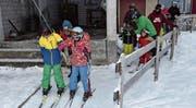 Der Skilift in Gähwil hat am Wochenende seinen Betrieb aufgenommen und hatte bereits erfreulich viele Besucher. (Bild: Beat Lanzendorfer)