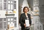 Miriam Baumann inmitten der Welt des Unternehmens Läckerli Huus, dessen Entwicklung sie massgeblich prägt. (Bild: Christian Beutler/KEY)