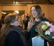 Die neugewählte Stadträtin Sonja Lüthi (rechts) mit SP-Stadträtin Maria Pappa am Sonntag im Waaghaus. (Bild: Ralph Ribi)
