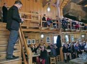 Bernecks Gemeindepräsident Bruno Seelos durfte viele Einwohner beim Neujahrsempfang im Torkel Oberdorf begrüssen. (Bild: Ulrike Huber)