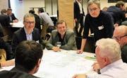 Die Teilnehmer der Agglokonferenz diskutierten das Zukunftsbild auch in einzelnen Gruppen. (Bild: pd)