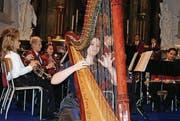 Harfenistin Joanna Thalmann mit der Musikgesellschaft Niederbüren. (Bild: Vroni Krucker)