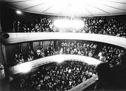 Volle Ränge im alten Theater kurz vor der Schliessung im Jahr 1968.