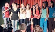 Die Schulabgänger singen unter anderem den Klassiker «Don't know much about History». (Bilder: cg.)