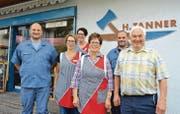 Eine Familie, ein Geschäft: 2009 haben Marcel, Jeannette, Corinne und René die Metzgerei von ihren Eltern Elsbeth und Hans Tanner übernommen. (Bild: Urs Bänziger)