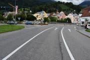 Bei der Verzweigung zur Hauptstrasse übersah der Autofahrer beim Linksabbiegen die E-Bikefahrerin. (Bild: Kapo SG)