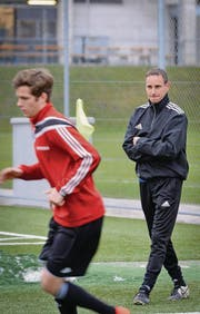 Assistenztrainer Martin Koller spielte einst selbst beim FC Winkeln. Das Team nennt er «eine grosse Familie». (Bild: Ralph Ribi)