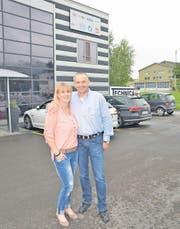 Susanne und Albert Tobler sind glücklich, nach zweieinhalb Jahren der Suche in Rebstein eine passende Industrieliegenschaft gefunden zu haben. Hier wollen sie ihr Unternehmen ausbauen. (Bild: Kurt Latzer)