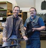 Andreas Schwarz und Markus Vetter mit den Verkaufshits. (Bild: Ralph Ribi (Ralph Ribi))
