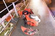 Das Motorrad wurde total beschädigt. (Bild: Kapo SG)
