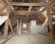 Blick in den kunstvoll aufgebauten Dachstock der alten Papiermühle. (Bild: Ralph Ribi (Ralph Ribi))